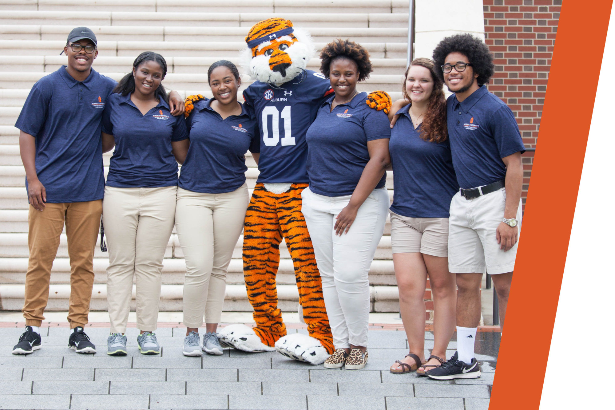 Aubie poses with students